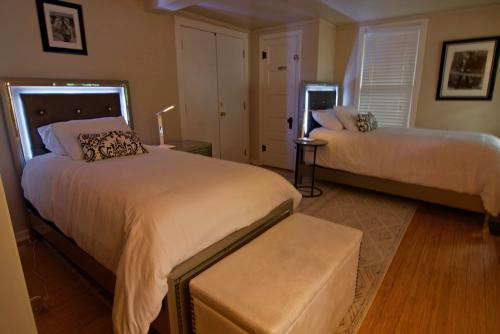 Twin beds in the optional bedroom for groups of 5 or 6
